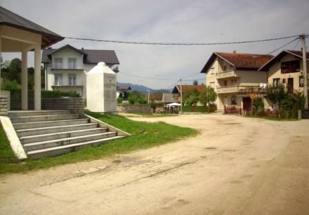 Započelo asfaltiranje dijela Stare ceste u MZ Velagićima
