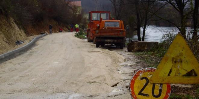 Započeli radovi na asfalitanju lokalnih puteva u MZ Humići