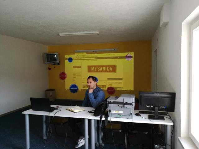 Sekretari mjesnih zajednica na sastanku i edukaciji u društvenom centru u MZ Sanica